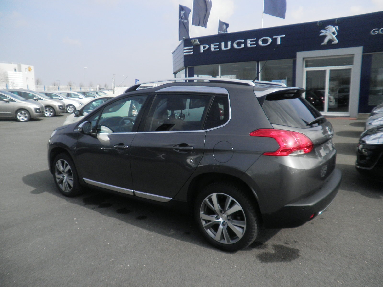 annonce peugeot 2008 allure gps 1 2l pure tech 110cv bvm5 22796 km garage des peupliers saint. Black Bedroom Furniture Sets. Home Design Ideas